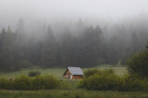 What does it mean to live off the grid?